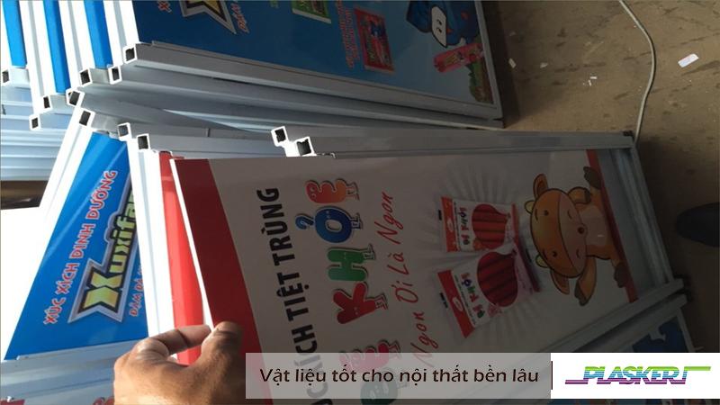 tấm nhựa pvc plasker làm biển quảng cáo xúc xích