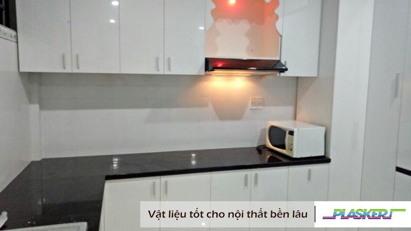 mẫu tủ bếp nhựa dán bề mặt Laminate trắng bóng